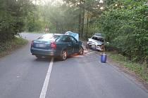 Na silnici mezi obcemi Řetůvka a Sloupnice došlo k čelnímu střetu dvou aut.