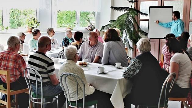 První společné setkání s rodinnými příslušníky v ústeckém domově důchodců.