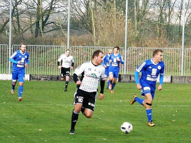 SPRÁVNÝM SMĚREM se nastartovala forma kapitána Ústí Zdeňka Vaňouse. Gólově se prosadil nejen v zápase s Trutnovem, za podzim byl nejlepším střelcem týmu se sedmi brankami.