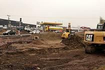 Výstavba kruhového objezdu ve Vysokém Mýtě.