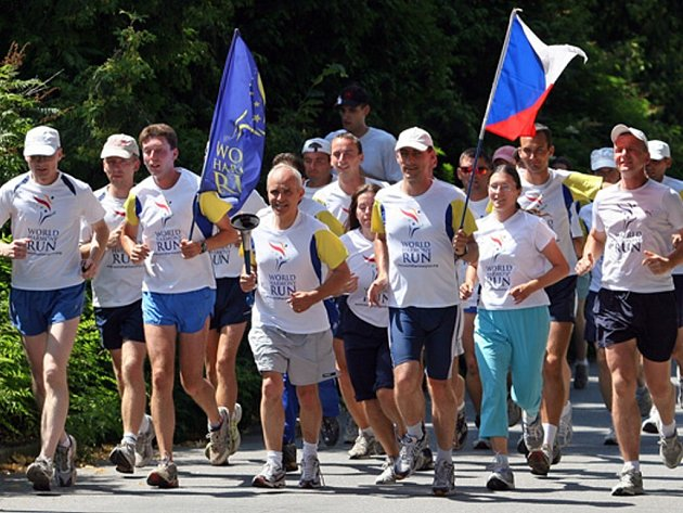 Účastníci běhu World Harmony Run zavítali  v neděli na své pouti i do Ústí nad Orlicí.