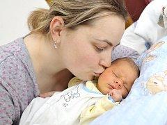 Dominik Čermák se narodil 18. ledna v 16.16 manželům Janě a Zdeňkovi z Libchav. Po porodu vážil 3,67 kg.
