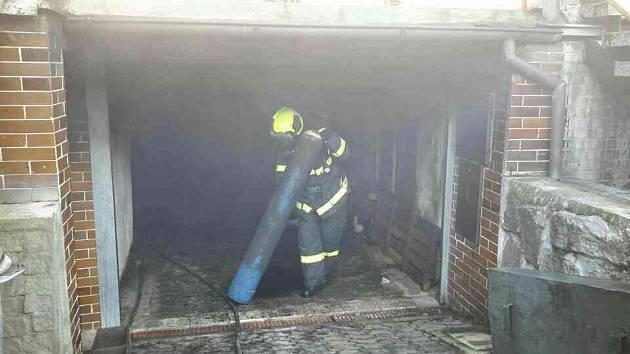 Požár garáže v Chocni.