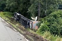Havárie kamionu u opravovaného mostu v Třebovici.