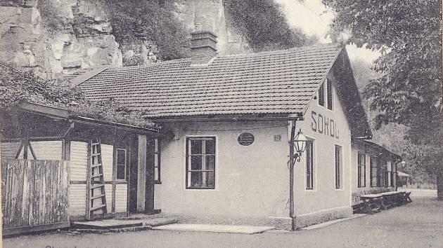 Původní sokolovna v Lázních, počátek 20. století.