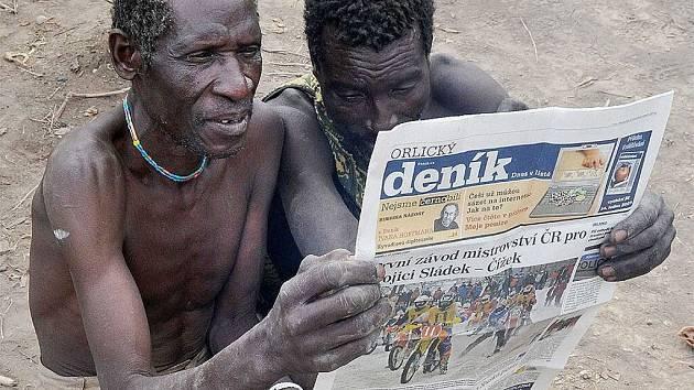 Afričtí Křováci s Orlickým deníkem.