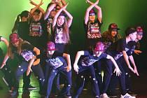 Taneční show skupiny Flow v Roškotově divadle.