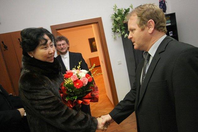 Čínská velvyslankyně na ústecké radnici a na setkání místních podnikatelů v Hernychově vile.