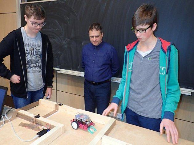 Žáci zlanškrounských škol uspěli sroboty na univerzitě vLiberci.