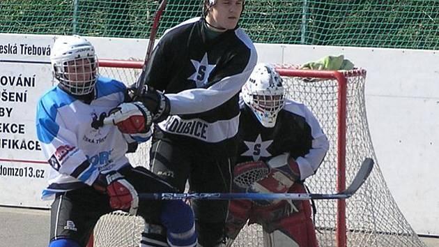 Neúnavně bojující Michal Válek v barvách Lokomotivy. Za pár dní v Huttwilu vymění dres za reprezentační.
