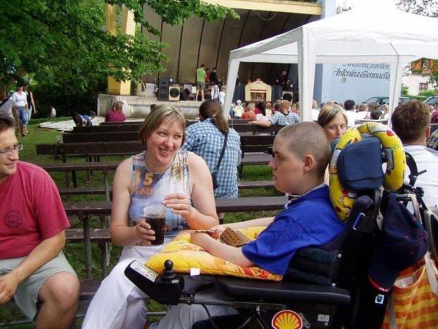 Jakub Jakoubek Javorku navštívil s maminkou, aby veřejnosti představil svou knížku Psotník obecný.