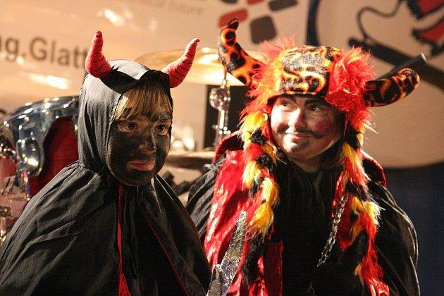 Na ústeckém náměstí proběhla tradiční soutěž o nejhezčí masky čertů, Mikulášů a andělů.
