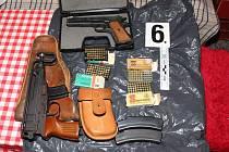 Muž nelegálně držel samopal a munici.