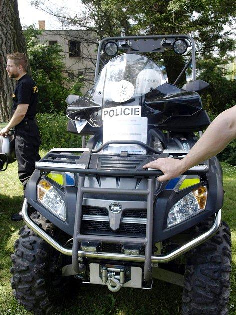 Čtyřkolka už slouží policistům vLetohradu.