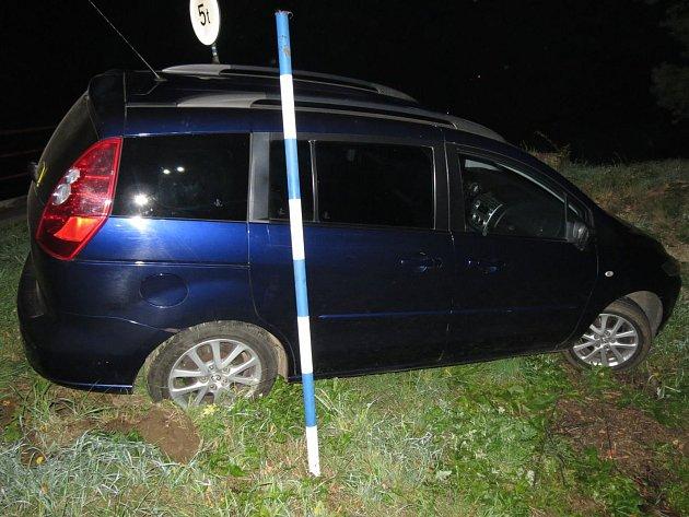 Havárie osobního automobilu vHelvíkovicích.