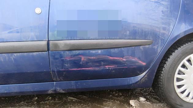 Nabourané auto v Ústí nad Orlicí.