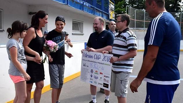 Veterán cup vybral pro speciální školu šestadevadesát tisíc korun.