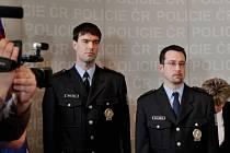 Michal Hock (vlevo) a Bořivoj Krejsa, letohradští policisté, kteří byli vyznamenáni medailí Za statečnost.