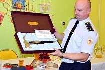 Milan Červ s oceněním za dlouholetou příkladnou práci pro Sbor dobrovolných hasičů Žamberk.