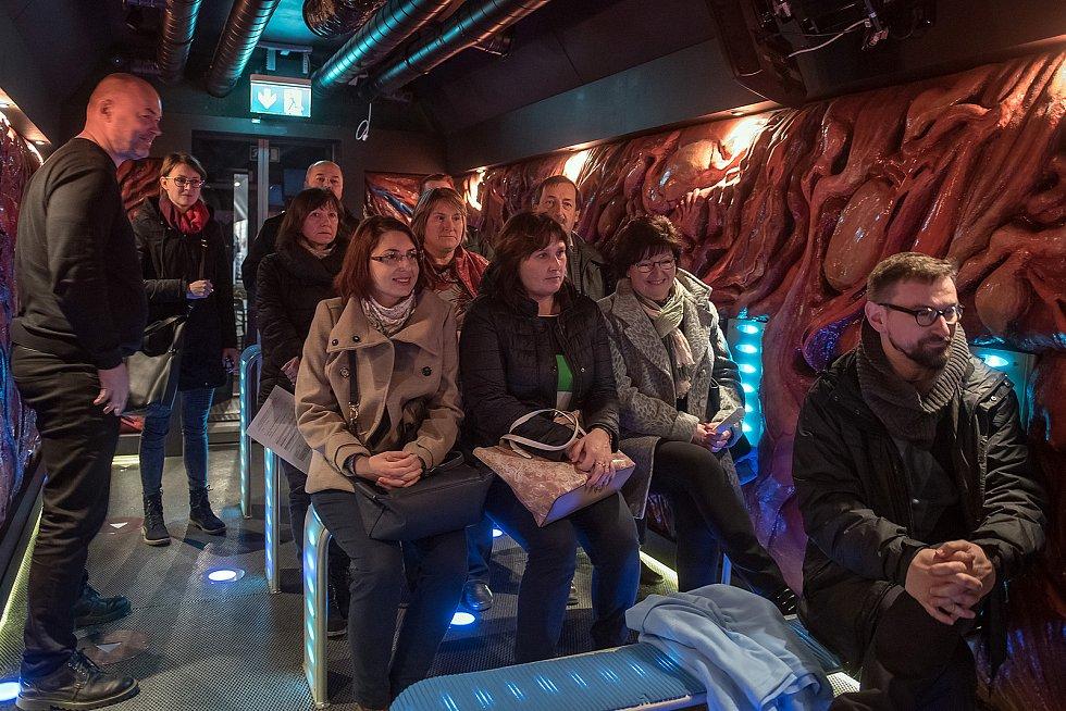 Šest vagónů, čtyři kinosály, osm interaktivních místností a skutečný příběh o drogové závislosti... To všechno v sobě ukrývá unikátní interaktivní protidrogový vlak, který v pondělí zastavil v České Třebové.