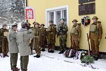 Od odhalení a zatčení výsadkářů paraskupiny Barium Josefa Šandery a Josefa Žižky uplynulo 72 let. V Žamberku - Polsku jejich památku uctili položením věnců.