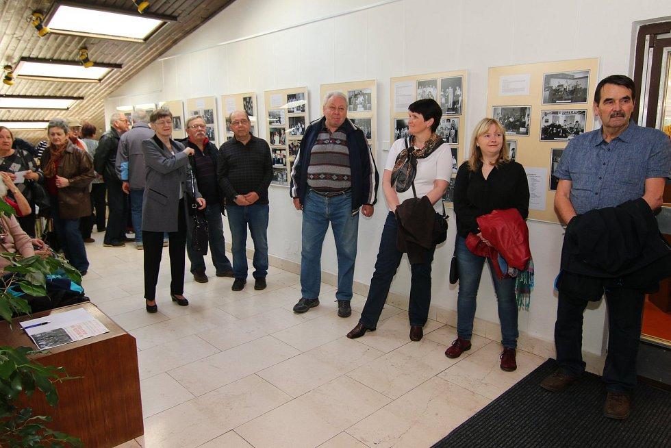 Jeden svět v nákupní galerii Nová Louže v Ústí nad Orlicí.