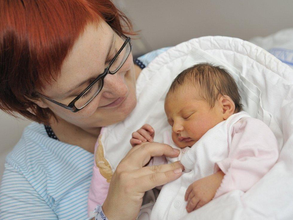 Štěpánka Havlíková, tak se jmenuje první potomek Veroniky Koubové a Martina Havlíka z Kostelce nad Orlicí. Když se 12. listopadu v 7.49 narodila, vážila 3,2 kg.