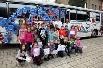 Laboratoř v autobusu, to je speciální EDUbus, který ve středu a čtvrtek zastavil v Chocni. Školáci tak v nevšedním prostředí zažili zajímavé pokusy.