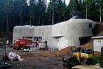 Vchodový srub tvrze Bouda prochází poslední fází rekonstrukce.