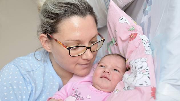 Olívie Kopecká se narodila 26. 8. v 18.16 hodin. Vážila 3890 g a s rodiči Šárkou a Vratislavem bude doma v Žichlínku.