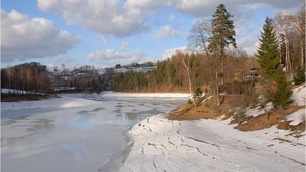 Pastvinská přehrada je připravena na jarní tání.