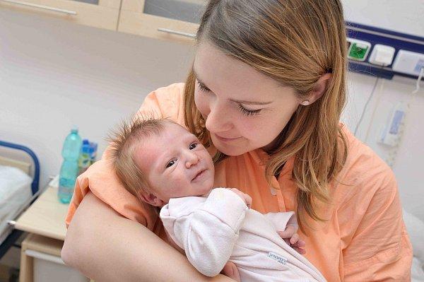 Rozárka Moravcová se narodila 2.ledna a navážili jí 2,950kg. Pyšný otec za svou rodinou  dorazil ráno opůl druhé.