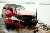 V pondělí před sedmou hodinou ranní mezi Žamberkem a Dlouhoňovicemi bourala dvě osobní auta.