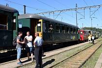 Ač bylo v sobotu parné počasí, historický vlak z České Třebové do Hanušovic rozhodně nejel prázdný.