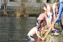 Plavecký závod otužilců Napříč Chocní 2015.