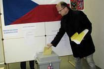 Hejtman Pardubického kraje Martin Netolický u voleb.