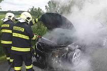 Na silnici I/35 před Vysokým Mýtem hořelo osobní vozidlo.