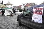 Veřejné čtení Bible na Starém náměstí v České Třebové.