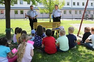 Strážnící s žáky besedovali o bezpečnosti.
