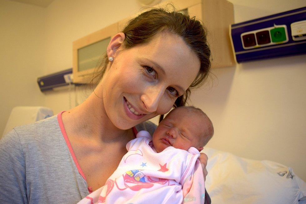 Adéla Andrlová rozšířila rodinu Karolíny a Karla z Litomyšle. Narodila se 5. 11. ve 12.57 hodin, kdy vážila 2,640 kg. Sourozenci se jmenují Kája a Anetka.