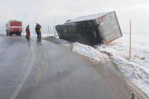 Nehoda kamionu mezi Lubníkem a Tatenicemi.