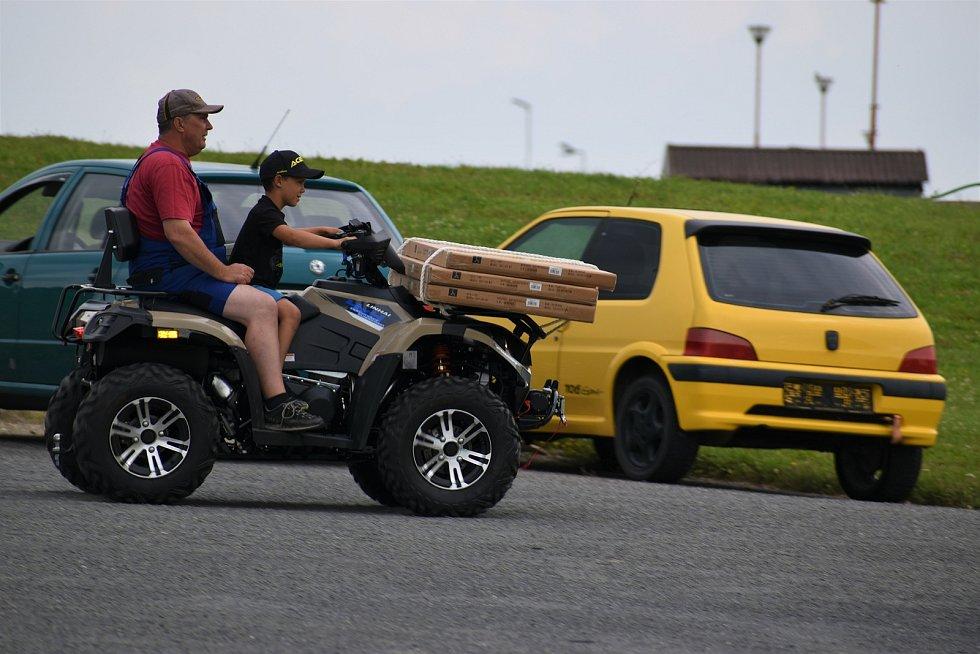 Zavítáte-li v těchto dnech do prostor vysokomýtského autodromu, všimnete si nejen obvyklých návštěvníků, kteří využívají dopravní hřiště či půjčovnu motokár.