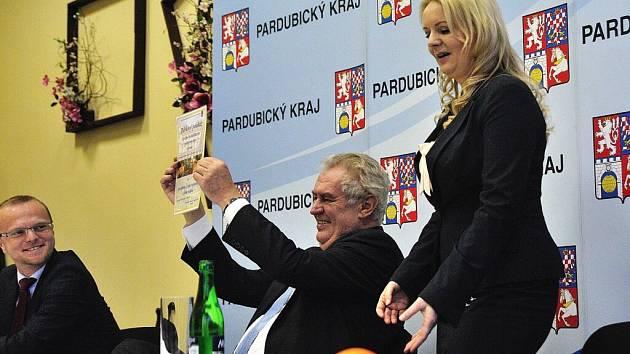 Prezident republiky při návštěvě Rehabilitačního ústavu Brandýs nad Orlicí.