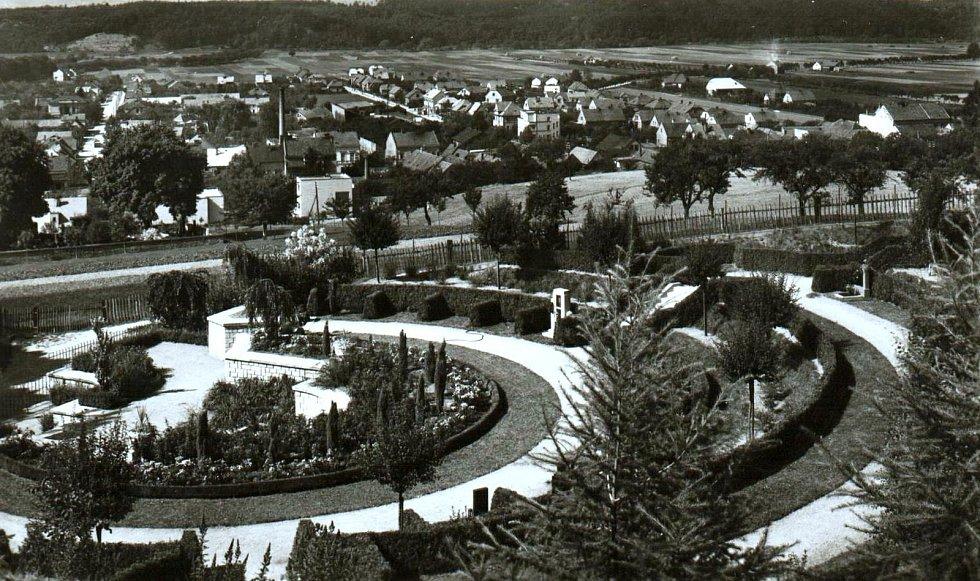 Prvorepublikový urnový háj v Chocni, Zdroj fotografie: Orlické muzeum Choceň