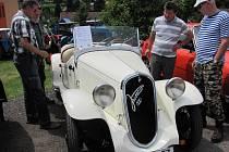 Z výstavy veteránů, staré zemědělské techniky a vozidel socialistické produkce v Sopotnici.