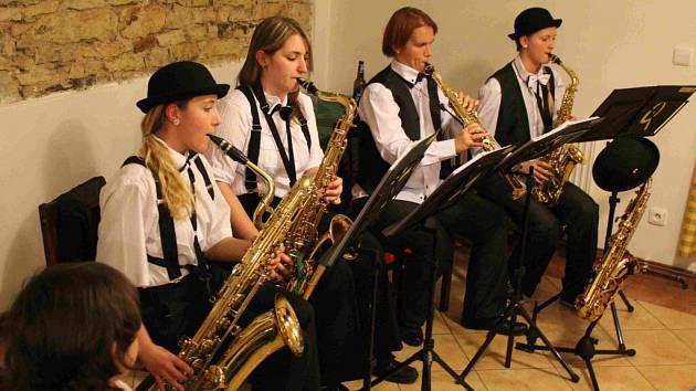 Dívčí saxofonové kvarteto.