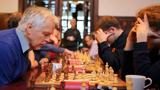 Druhý ročník šachového turnaje O secesní věž se v sobotu 2. listopadu konal v Hernychově vile v Ústí nad Orlicí.