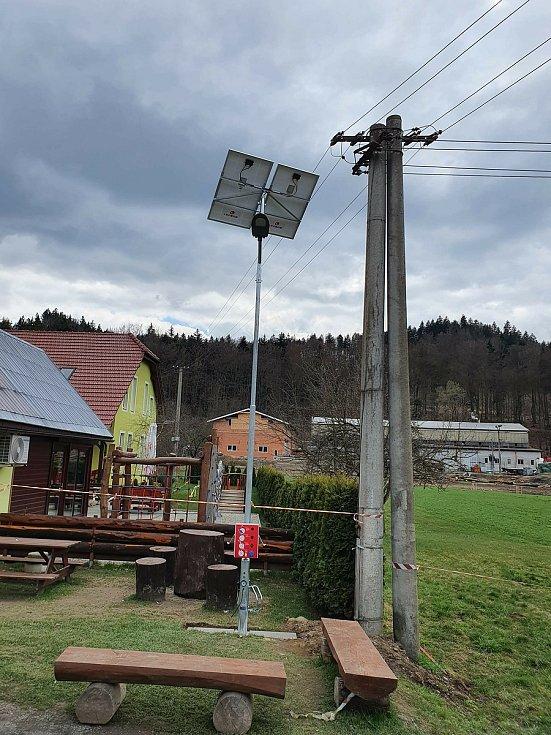V novém cyklodepu si dobijete kolo ve fotovoltaice. Rodina z České Libchavy ho nabídne bezplatně. Na snímku je fotovoltaická elektrárna, která bude v depu.