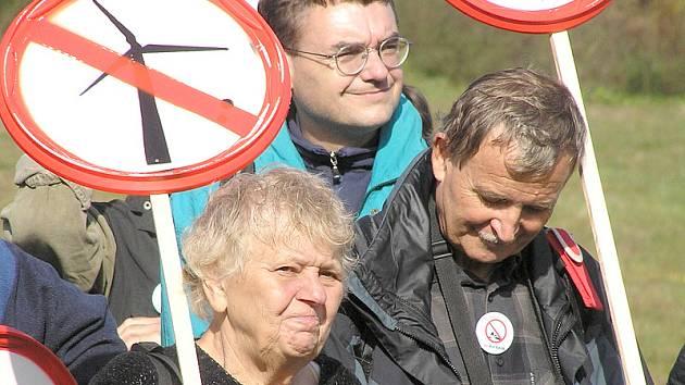 Protestu proti elektrárnám se účastnilo na 200 lidí.