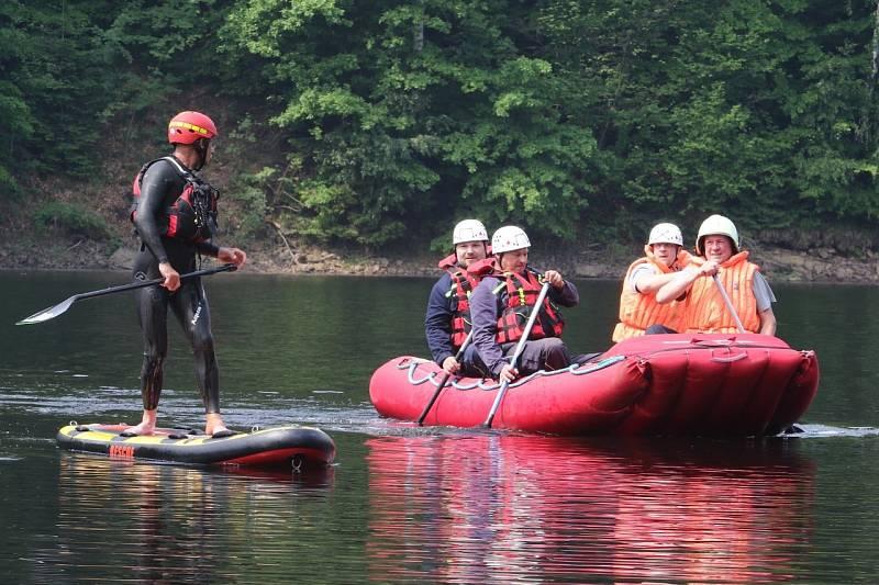Hasiči cvičili zásahy na vodě.